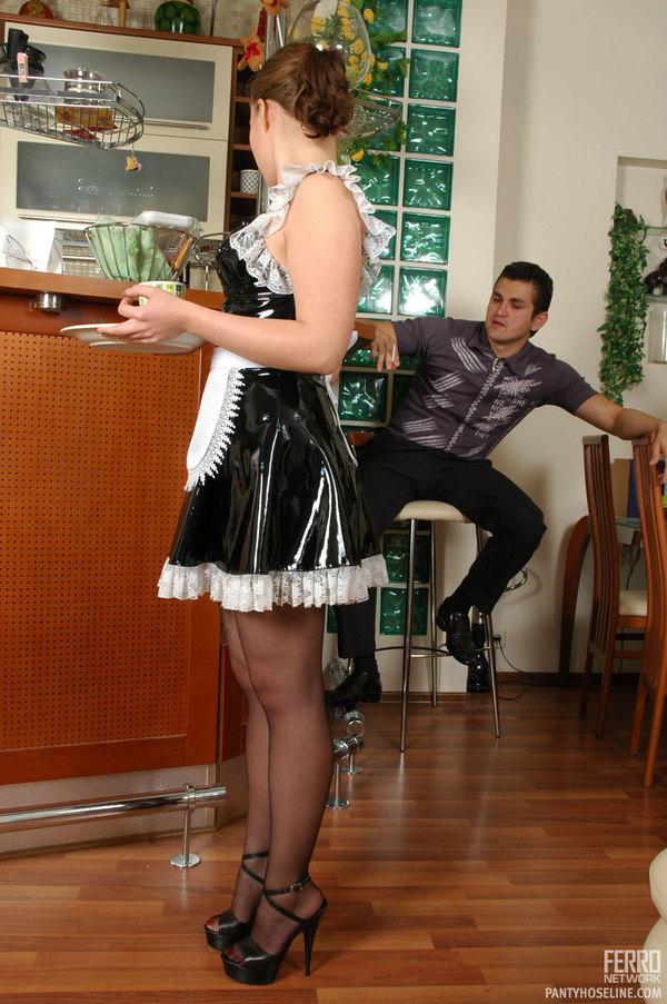 Клитора порно в чулках колготках на кухне оттягивают клитор телки
