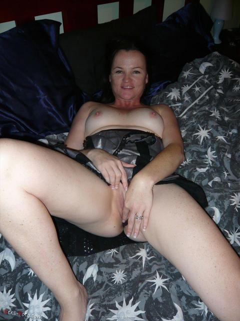жени муж показывает пизду