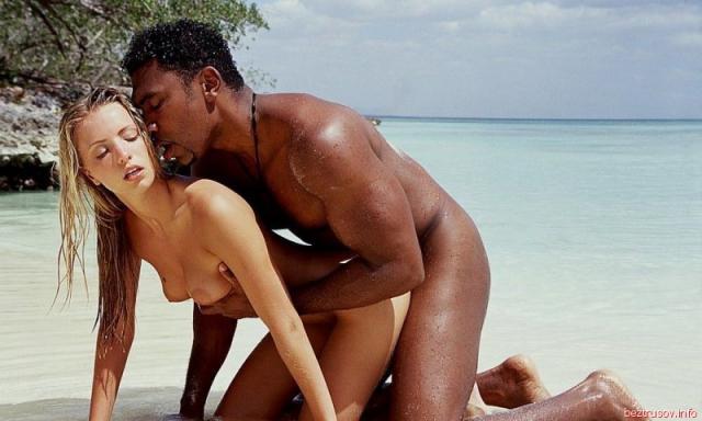 onlayn-porno-seks-pozi-na-plyazhe-foto-popu-moloko
