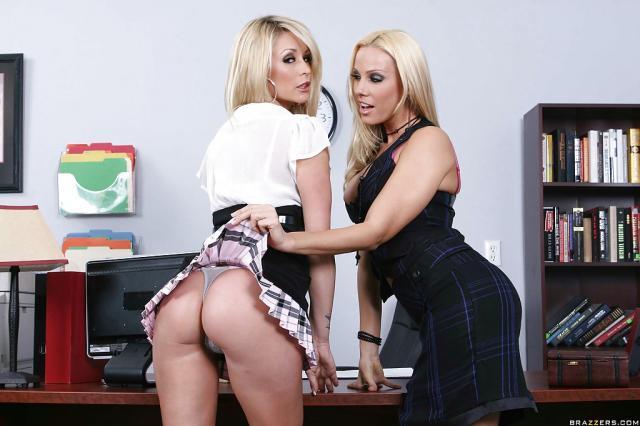 Лесбиянки кунилингус блондинки hd