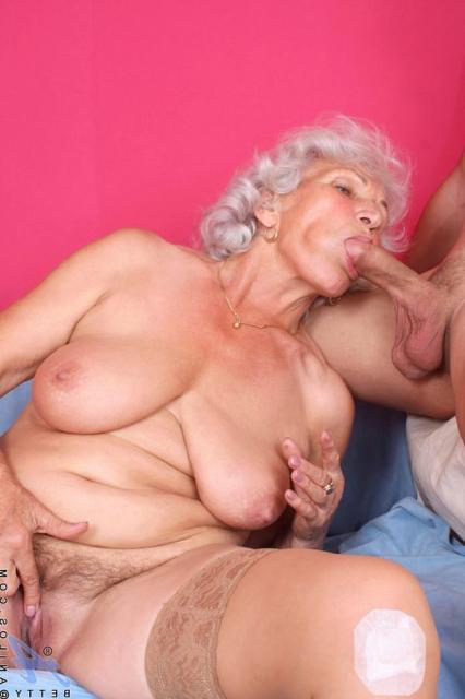 90 летни бабушка трахнул