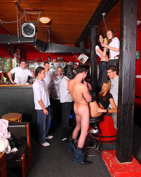 Порно в стрип баре