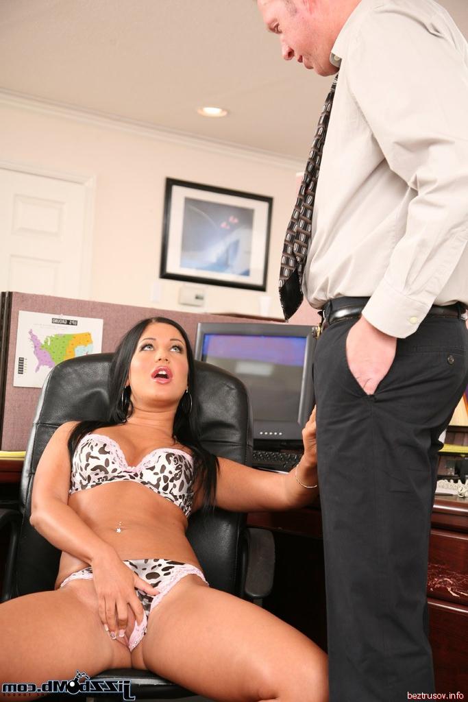 Соседку большой порно секретарша голая на столе фото