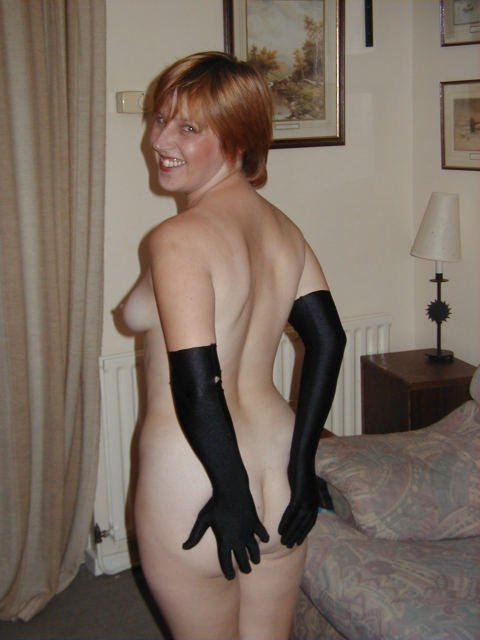 Фото обнаженных домохозяек, без трусов под юбкой на гимнастике